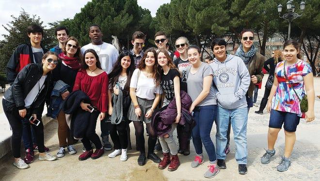 Students from The Hudson School visiting Parque de El Retiro in Madrid.