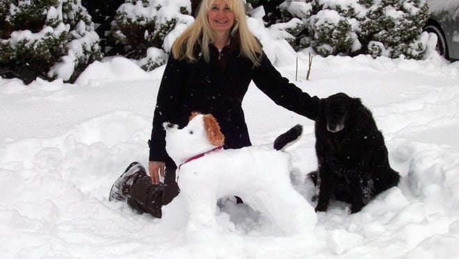 Sami Smith and her pet therapy dog, Lexi, created a new pet therapy from the winter snow storm.