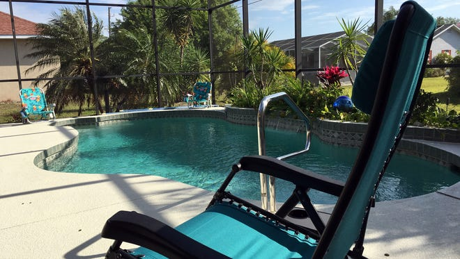 Time for R&R, with a quick dip nearby, is an extraordinarily ordinary part of the day for some Florida retirees.
