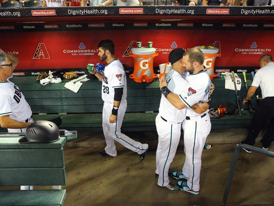 David Peralta (6) hugs first baseman Paul Goldschmidt