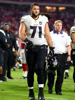 Baltimore Ravens lineman Rick Wagner walks off of the field against the Arizona Cardinals on Oct. 26, 2015.