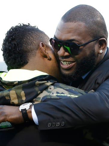 Pablo Sandoval, left, hugs David Ortiz of the Boston