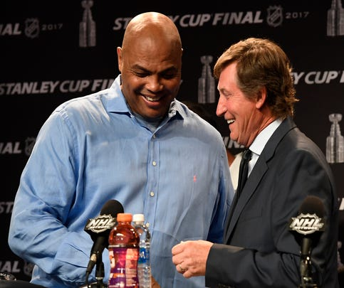 Charles Barkley crashes Wayne Gretzky's Stanley Cup press conference
