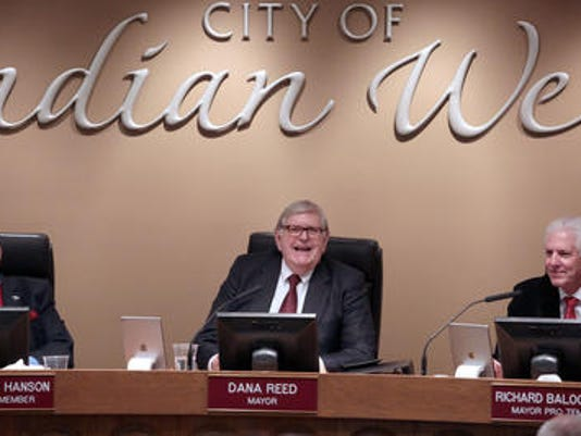 635969469004944165-Dana-Reed-and-IW-council.jpg