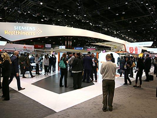 Messestand von Siemens Healthineers auf dem RSNA 2016 in Chicago, USA / Booth of Siemens Healthineers at the RSNA 2016 in Chicago, USA