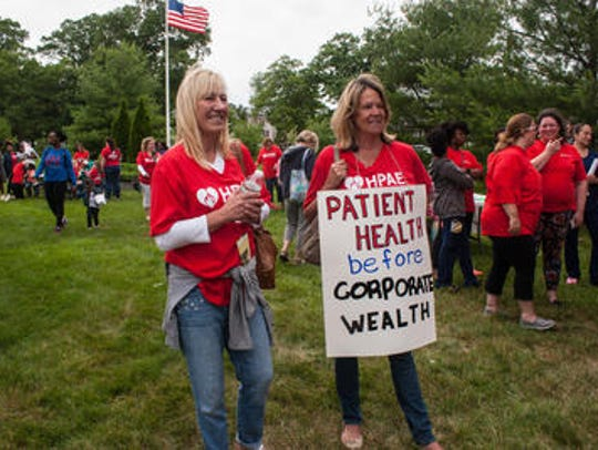 Nurses protesting for a new contract at Jersey Shore