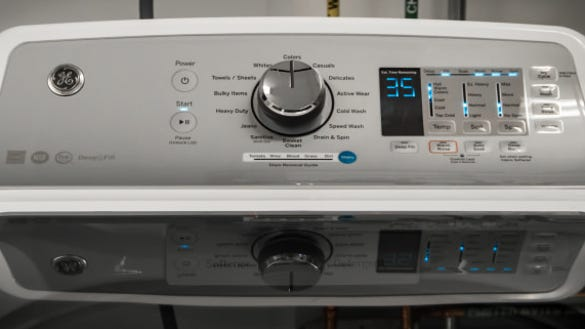 Make sure this fits by entering your model number.; Lightweight and portable, this washer/dryer combo performs with the reliability of a professional grade machine Wash and dry clothes at the same time with the separate washer and dryer, and the minute timer, included drain hose, and water inlet hose allow for hassle-free operation.