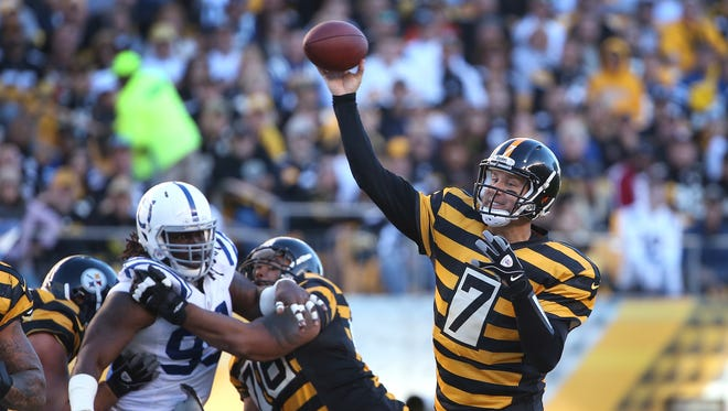 Pittsburgh Steelers quarterback Ben Roethlisberger fires away on a record breaking day vs. the Colts in the first quarter. Indianapolis traveled to Pittsburgh Sunday, October 26, 2014.