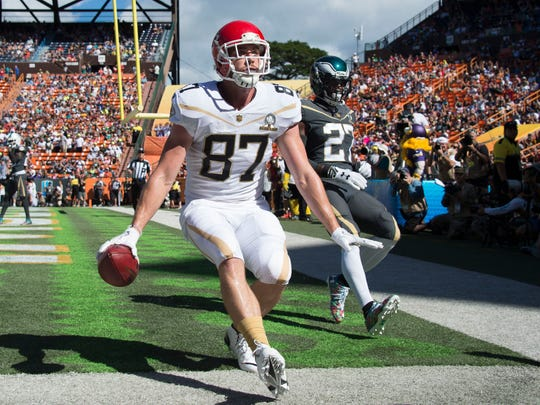 Team Rice tight end Travis Kelce of the Kansas City Chiefs (87) catches a touchdown against Team Irvin free safety Malcolm Jenkins of the Philadelphia Eagles (27) during the first quarter of the 2016 Pro Bowl game at Aloha Stadium.