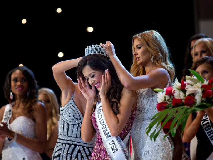 Miss Livonia, Susan Leica, is crowned Miss Michigan