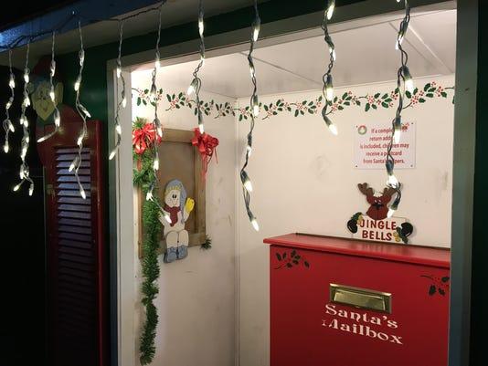 636480174272317113-Santa-mailbox.JPG