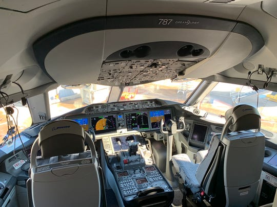 A view of the cockpit on United's first Boeing 787-10