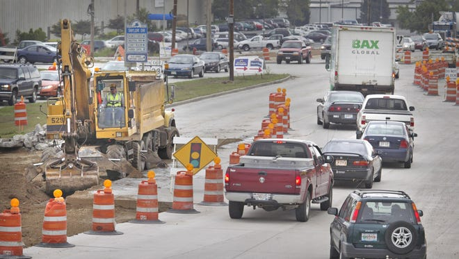 Construction backs up traffic In September 2006 on Washington Avenue between Taylor Drive and Interstate 43.