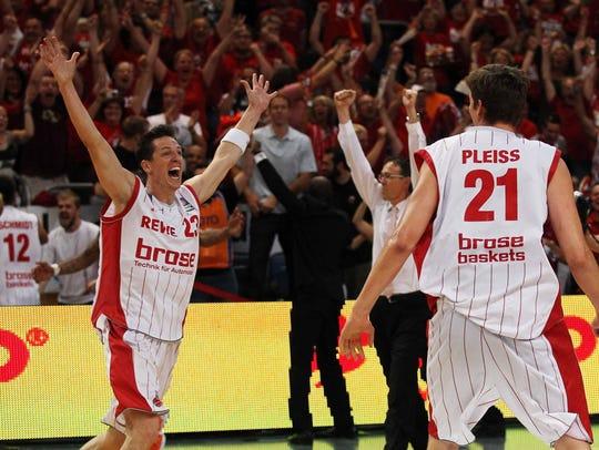 Casey Jacobsen celebrates in 2012 in a German League