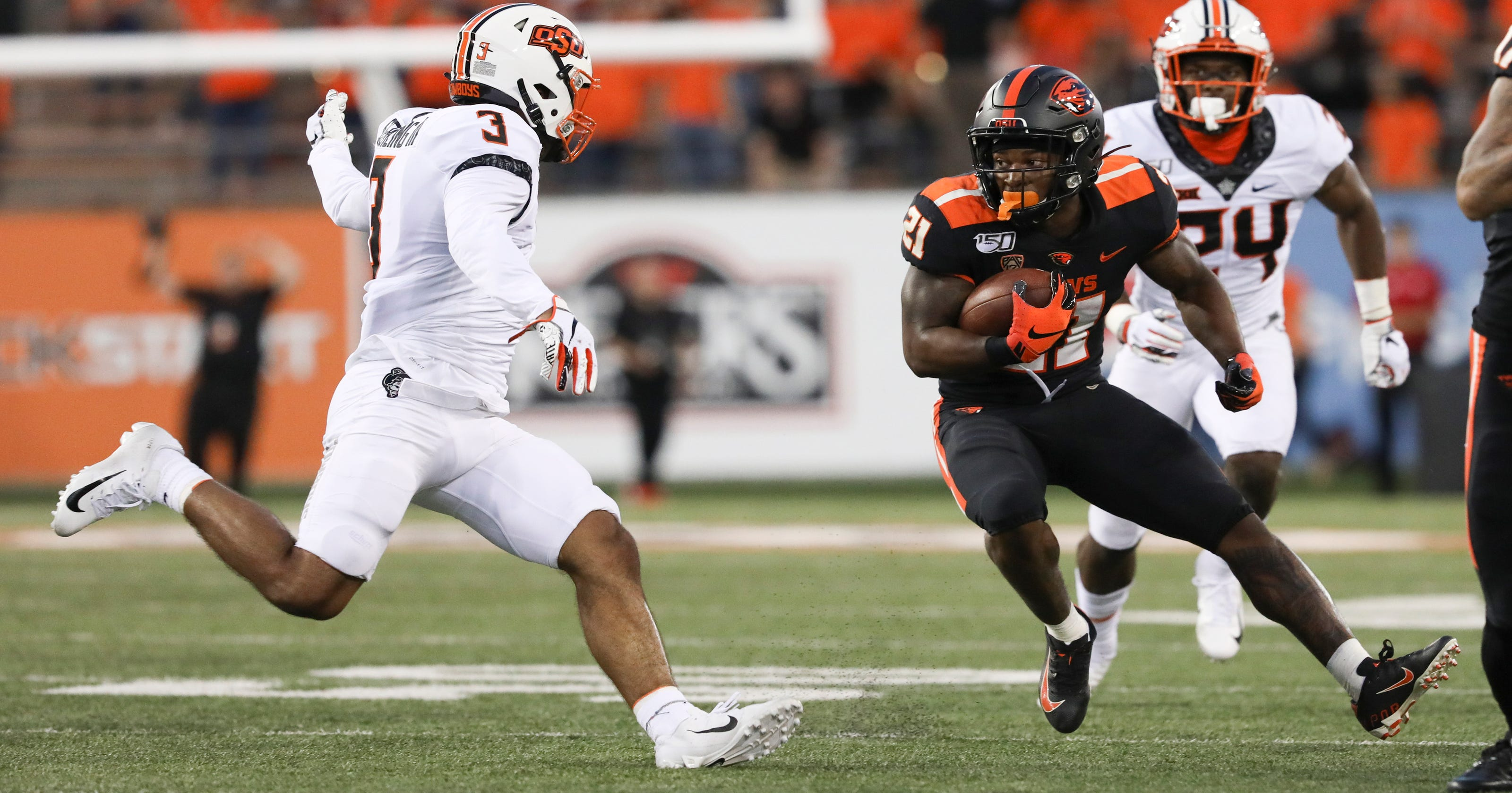 Oklahoma State opens with 52-36 victory over Oregon State