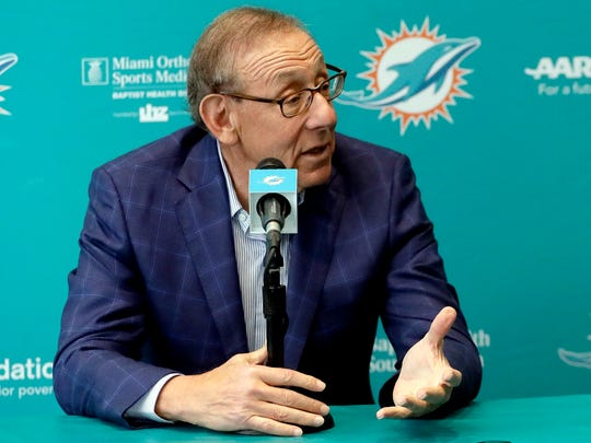Miami Dolphins owner Stephen Ross is hosting a fundraiser for Donald Trump.