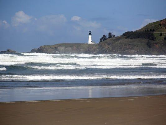 635669675560402396-Newport-Lighthouse