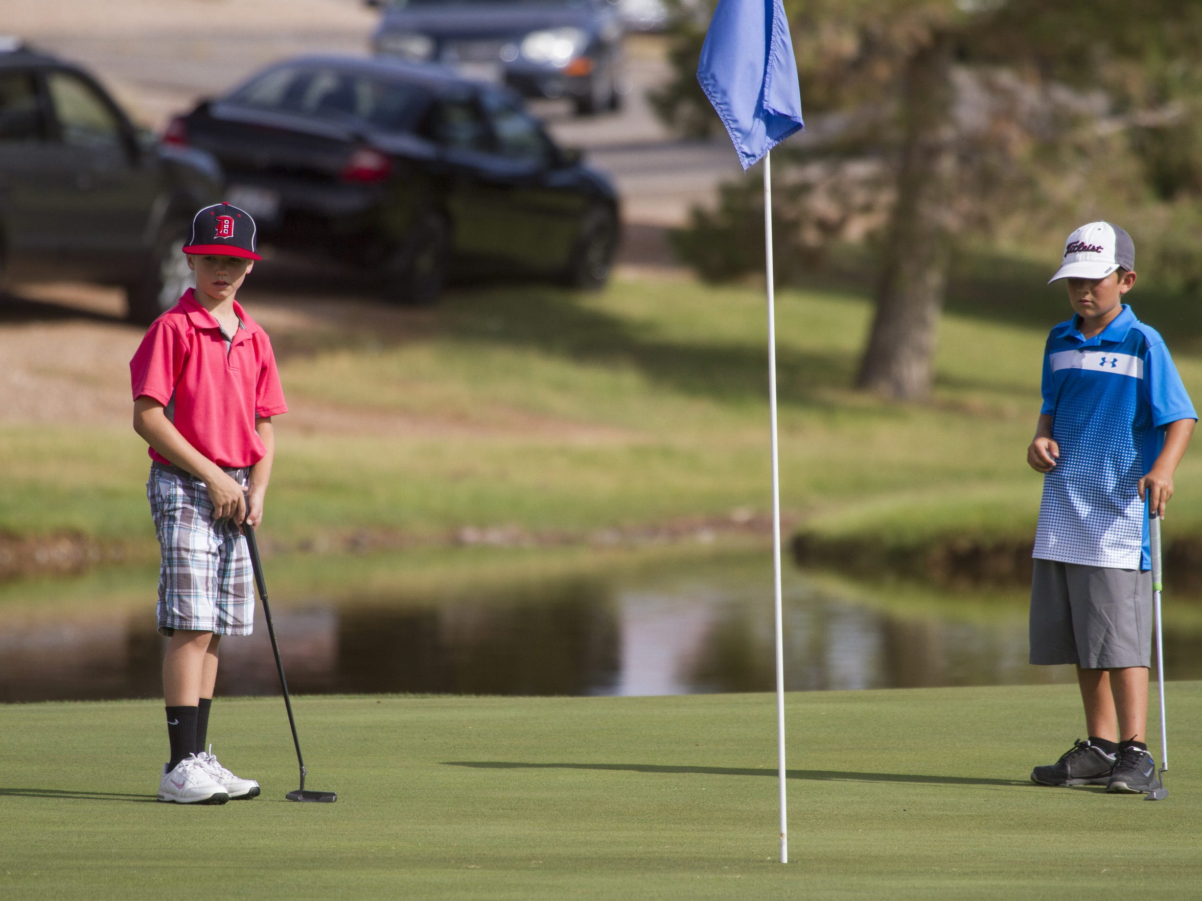 Members of the Junior Association of Golfers compete
