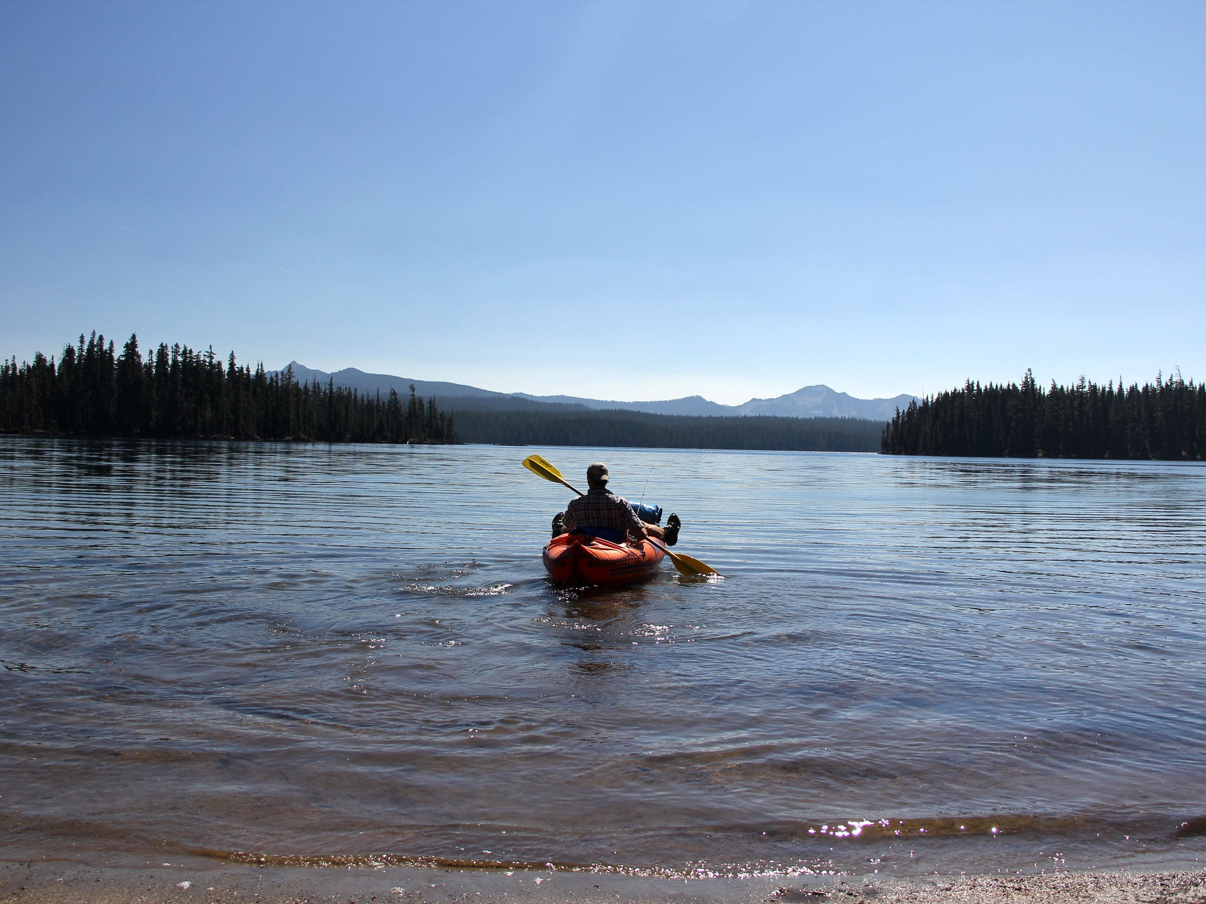 Zach Urness heads off into Summit Lake.