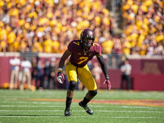 Damarius Travis scans the field during action at University of Minnesota.