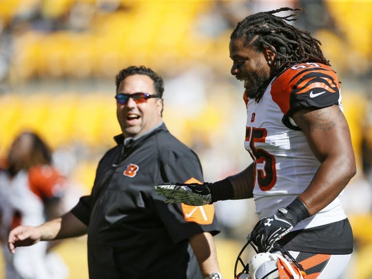 Bengals outside linebacker Vontaze Burfict walks to the locker room alongside defensive coordinator Paul Guenther prior to a 2015 game.