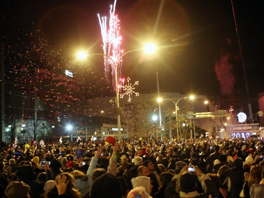 Thousands celebrate in White Plains as the ball drops