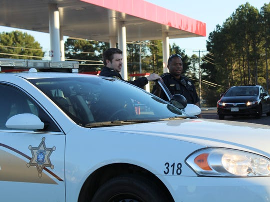 Sr. Deputy Chris Ardoin arrives at the Super S convenience