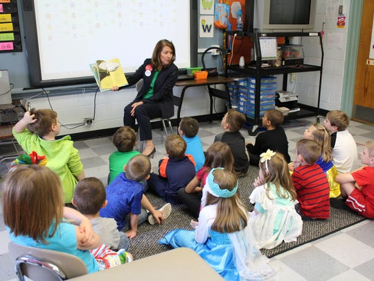 Tennessee First Lady Crissy Haslam read to elementary