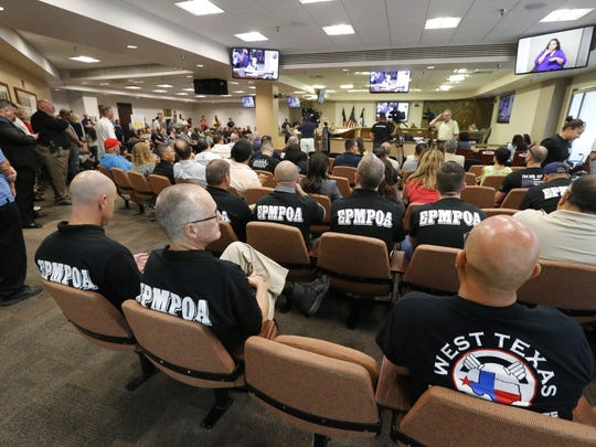 An El Paso Municipal Police Officers Association leader said more than 300 police officers showed up in support of Police Chief Greg Allen at Tuesday's City Council meeting, but many had to leave and return to work.