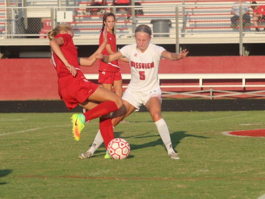 Rossview's Mel Stevens (5) tries to block a kick from
