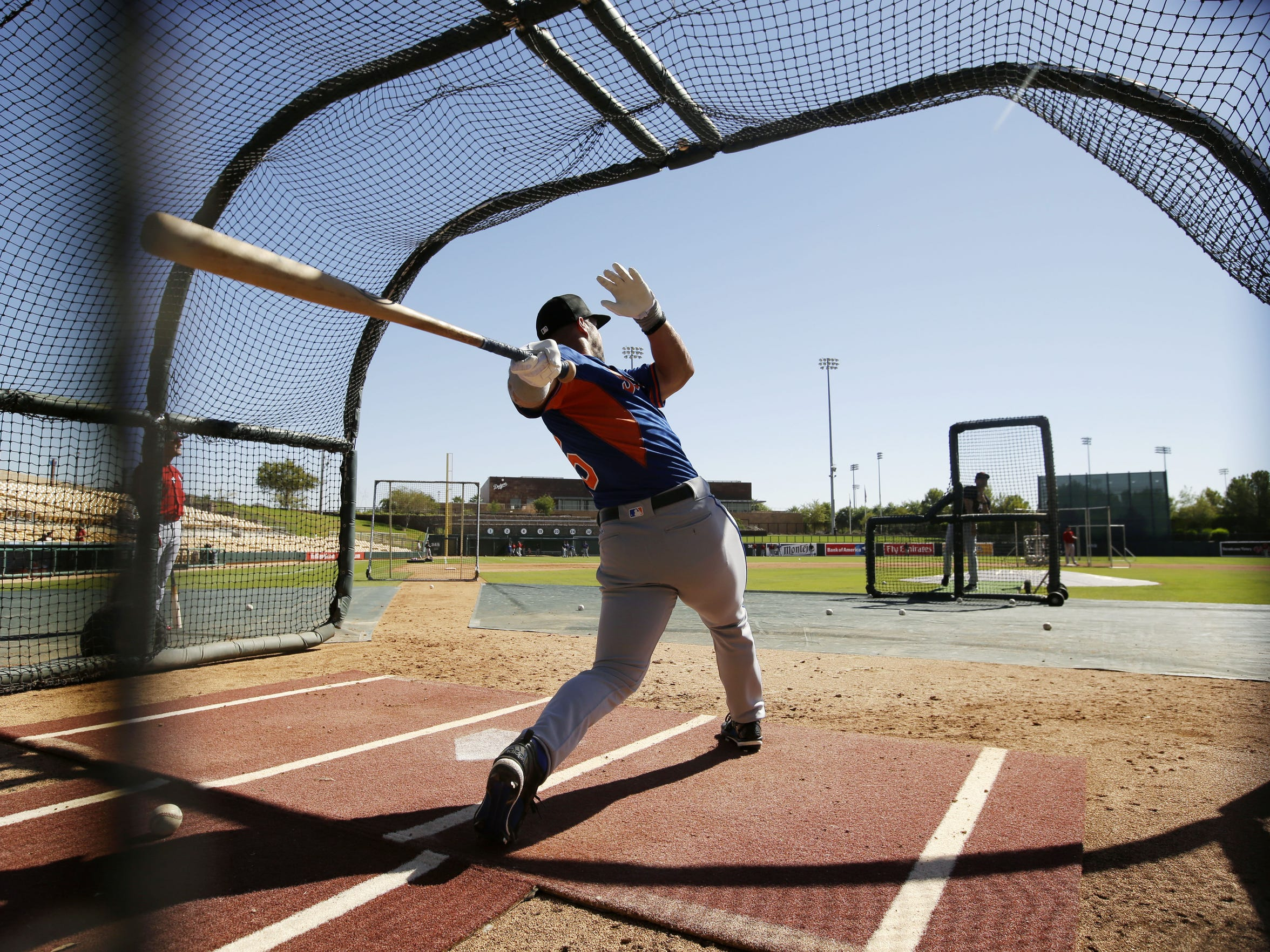 Scottsdale Scorpions outfielder Tim Tebow practices