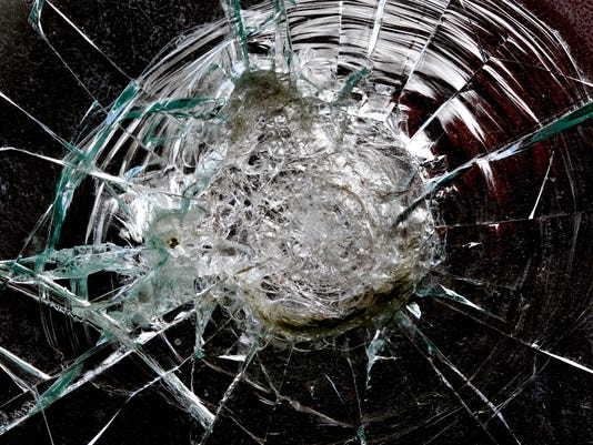 #stockphoto - accident - broken windshield2