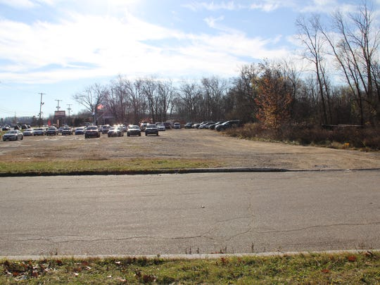 Builder seeks zoning approval to erect a 232-apartment