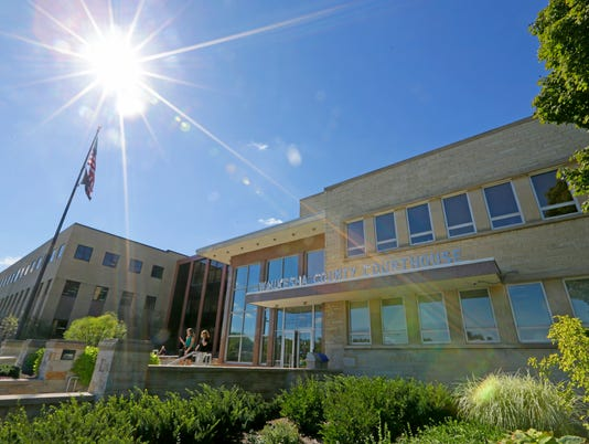 lcr_courthouse-file photo