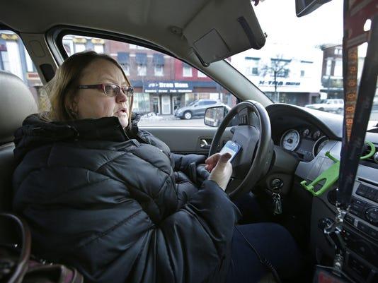 636195512137578343-010817-APC-Uber-Lyft-driver-rbp-121.jpg