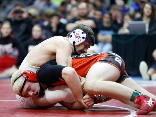 Missouri Valley's Nathan Haynes (orange) works for a takedown in the Class 1A championship at 160 pounds in the 2016 Iowa high school state tournament.