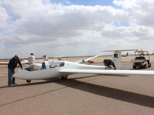 White Sands soarers offers glider experience