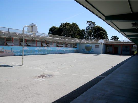 Una zona recreativa al aire libre en la Correccional para Menores existente.