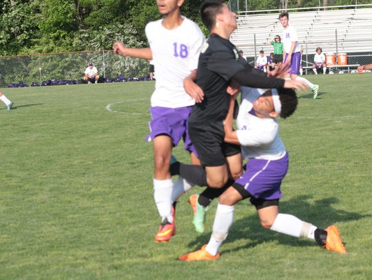 Clarksville High faces Franklin in a non-district varsity