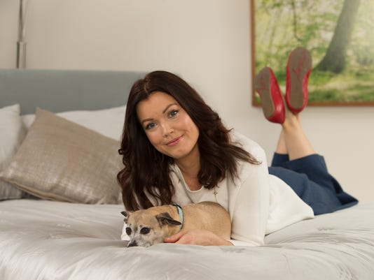 Pet Guide_Bellamy Young1