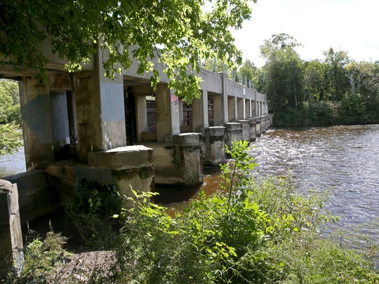 The deteriorated, 1930s-era  Estabrook Park dam on the Milwaukee River will be demolished in 2018, Milwaukee Metropolitan Sewerage District officials said.