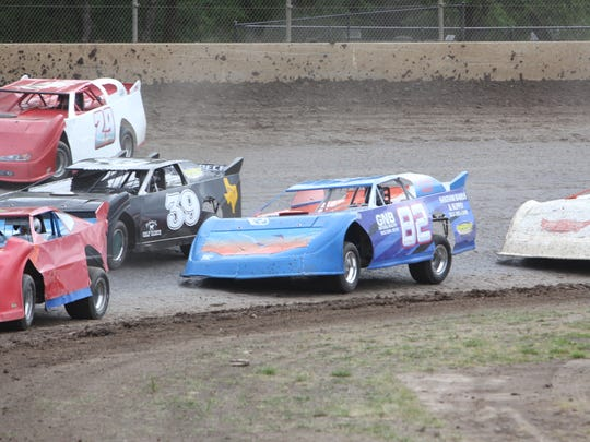 Gil Pickett (982) races to a win at Willamette Speedway in 2014.
