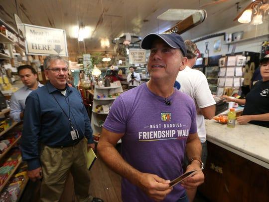 Miami Beach Mayor Phillip Levine tours Bradley's Country