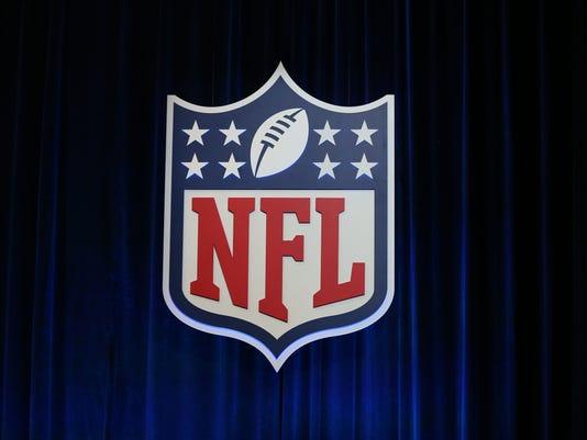 USP NFL: SUPER BOWL LI-COMMISSIONER ROGER GOODELL S FBN USA TX