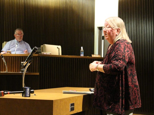 Diana Foose of Pleasant Hill, Ohio, talks with Mansfield
