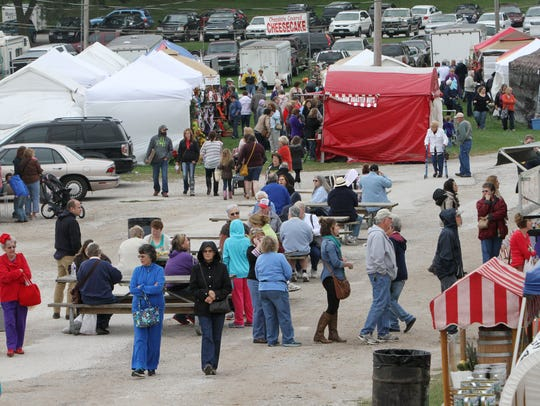 Thousands attend the Ozark Arts and Craft Show every