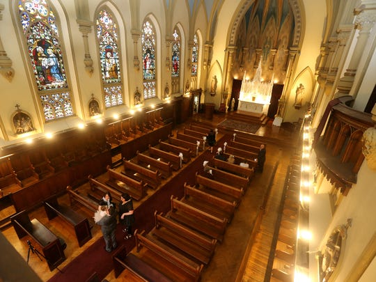 Chapel Hill is a non-denominational chapel that can comfortably seat 200 guests.
