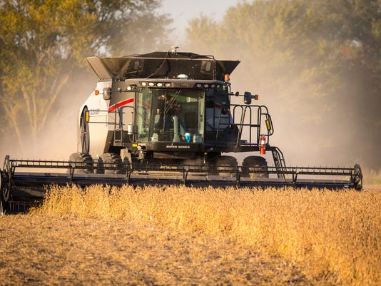 101817_drone_soybean_harvest_RWHITE_1767