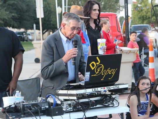 Carlsbad Mayor Dale Janway speak at the first Heritage