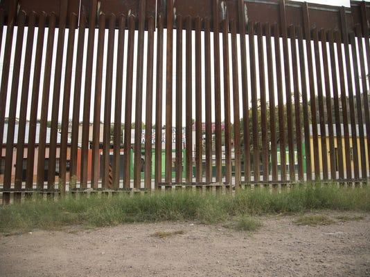 Border wall fence